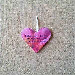 houten-hart-liefde-is-heel-bijzonder