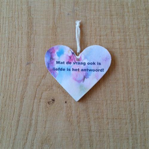houten-hart-liefde-is-het-antwoord