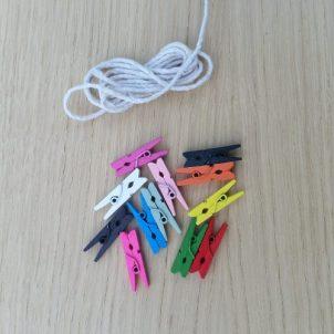 touw-en-knijpertjes-kleur